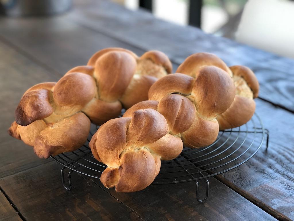 "Traditional Swiss braided bread ""Zopf"", vegan version"