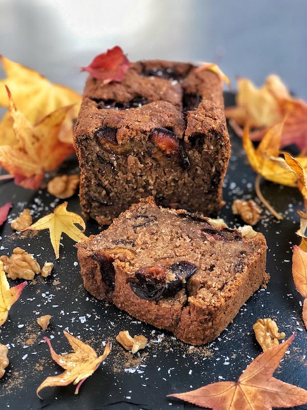 Cinnamon-Plum-Cake on black slate with autumn leaves