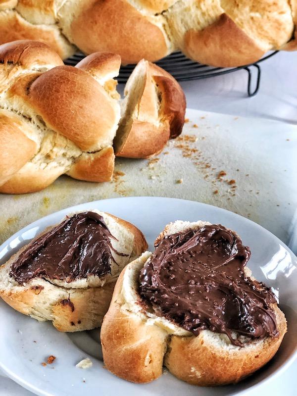 Rodaja de Zopf, pan de trenza, con Nutella