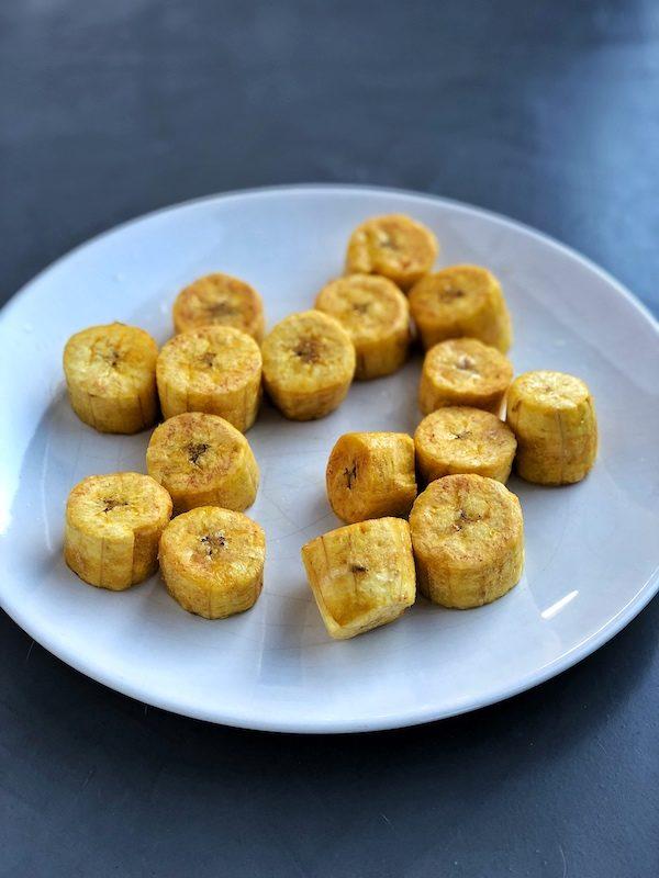 Plátanos verdes (macho) fritos